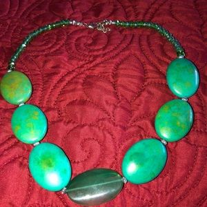Green stone choker necklace